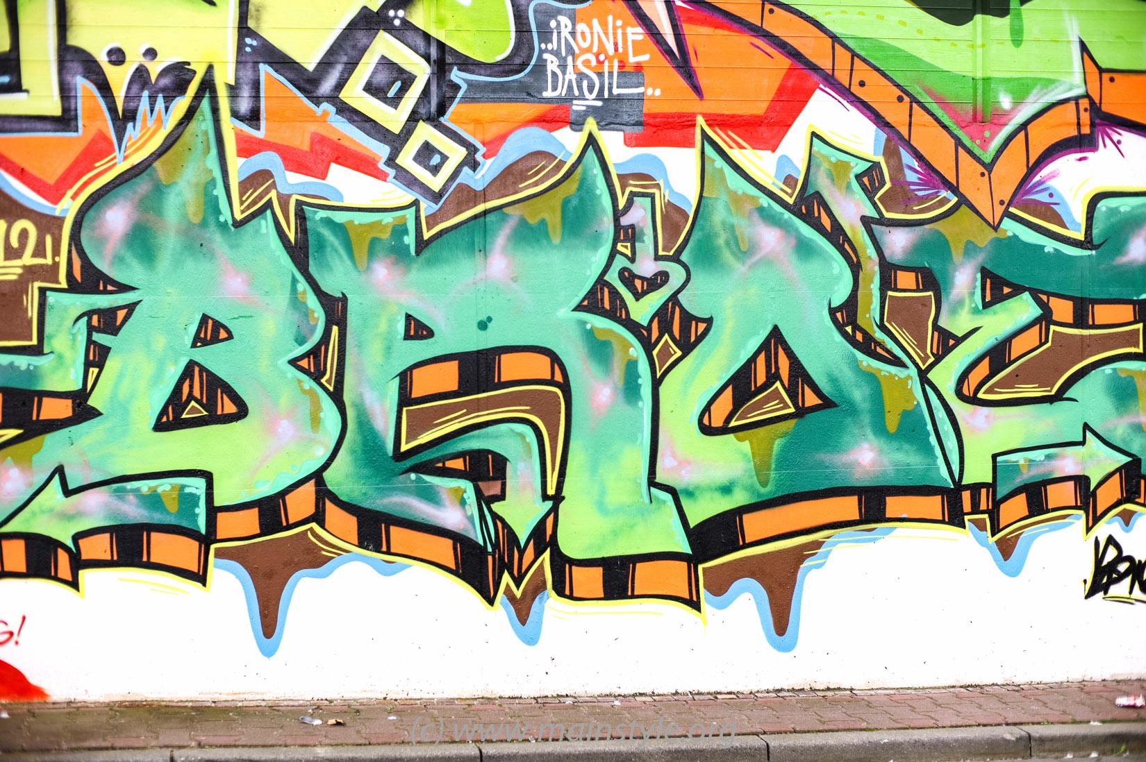 Frankfurt-Höchst_Graffiti_Süwag-Wall_2012 (6 von 35)