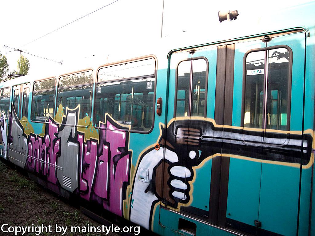 Frankfurt_Graffiti_U-Bahn_Straßenbahn_2010-2013-1248