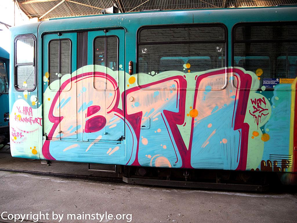 Frankfurt_Graffiti_U-Bahn_Straßenbahn_2010-2013-BTL