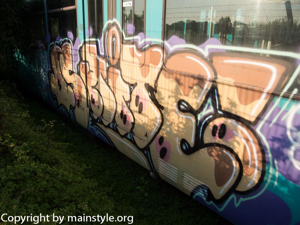 Frankfurt_Graffiti_U-Bahn_Straßenbahn_2010-2013-SHITE_2