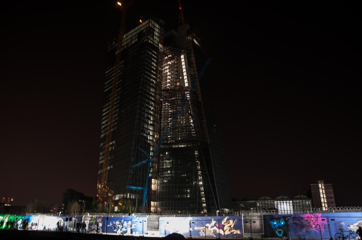 Frankfurt_Nacht_der_Museen_Graffiti_EZB_2013-6280